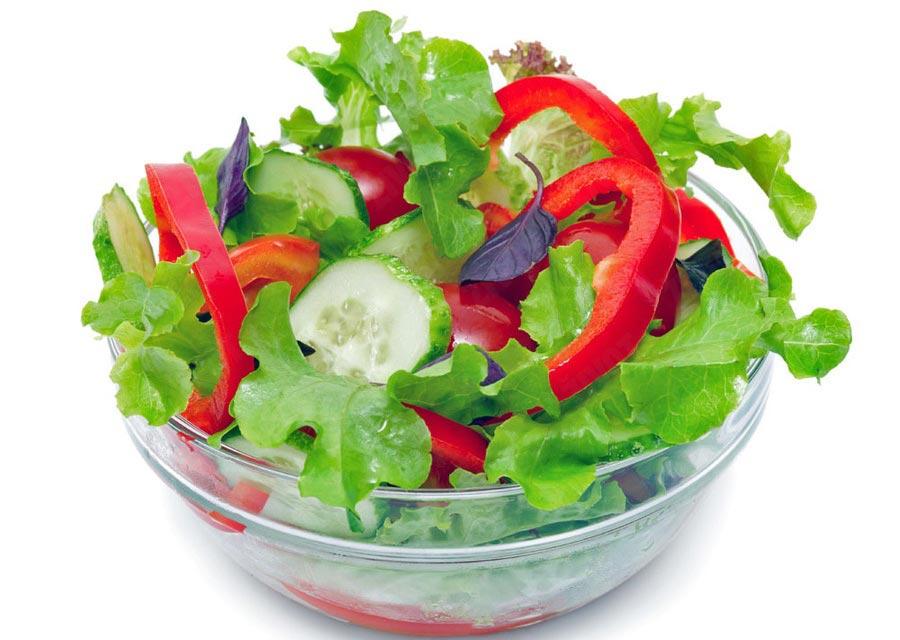 Легкие овощные салаты не повредят тем, кто на диете. Фото с сайта img.cas.sk