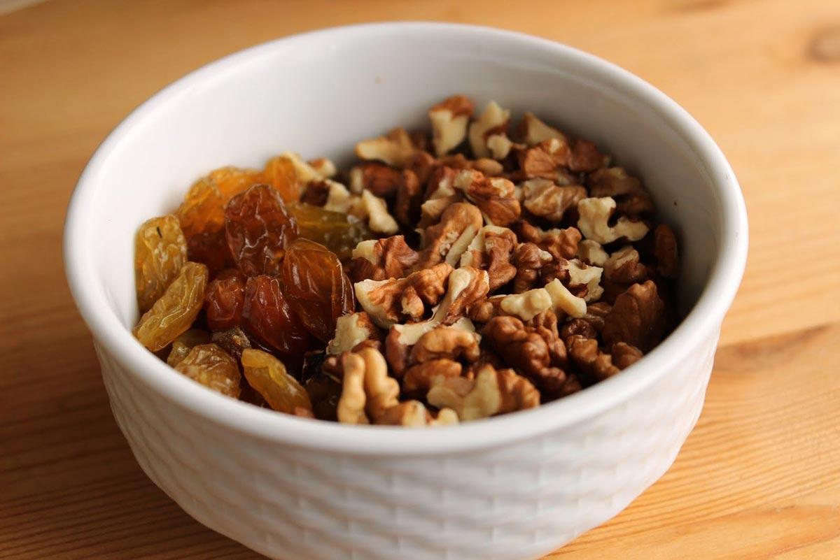 Орехи и сухофрукты - отличное дополнение к пасхе. Фото с сайта zdorovmix.ru