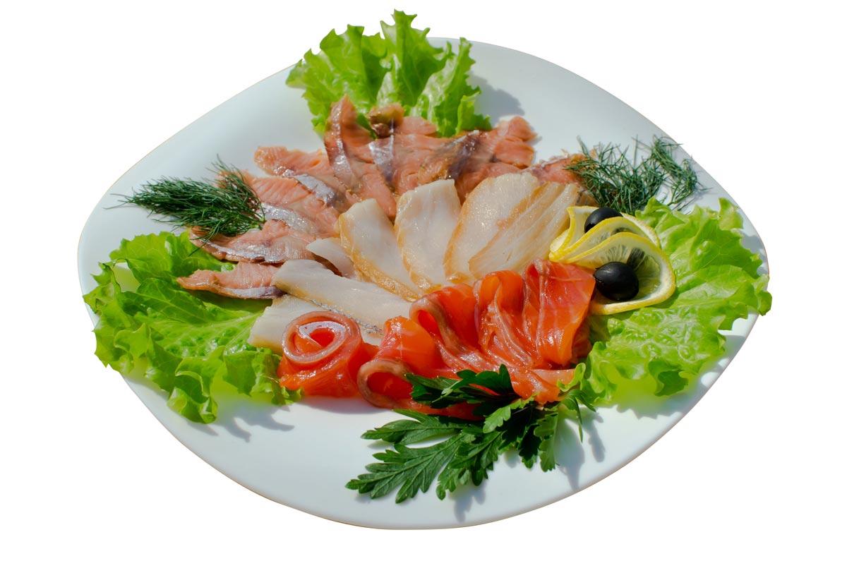 Красивая подача рыбной нарезки. Фото с сайта beerville.ru