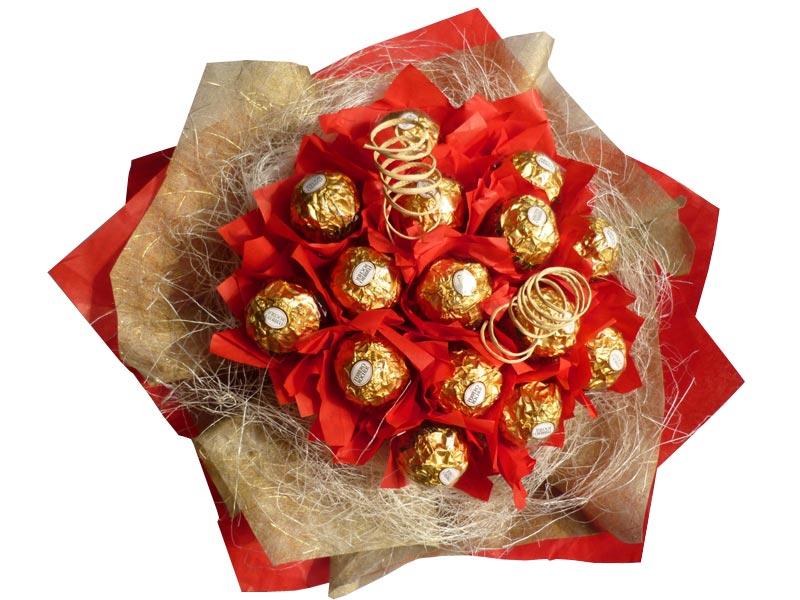 Букет из конфет - популярный сегодня подарок. Фото с сайта womanwiki.ru