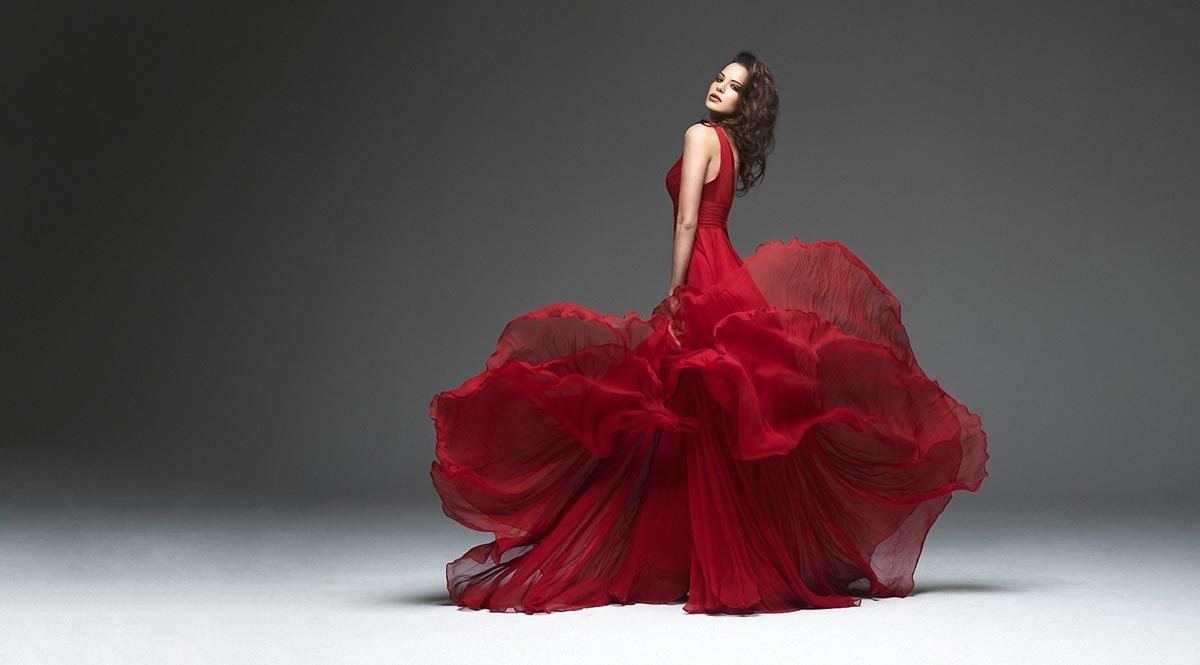 Шикарное новогоднее платье. Фото с сайта oboik.ru