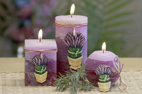 Свечи с лавандой своими руками. Фото с сайта www.swiecebratborski.pl