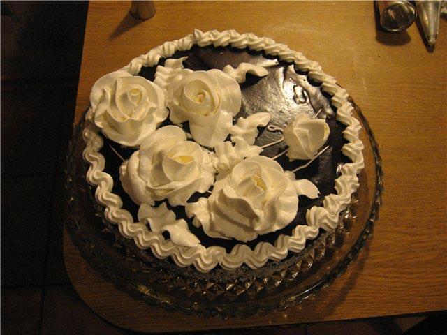 Розочки из крема на торте. Фото сс айта radikal.ru
