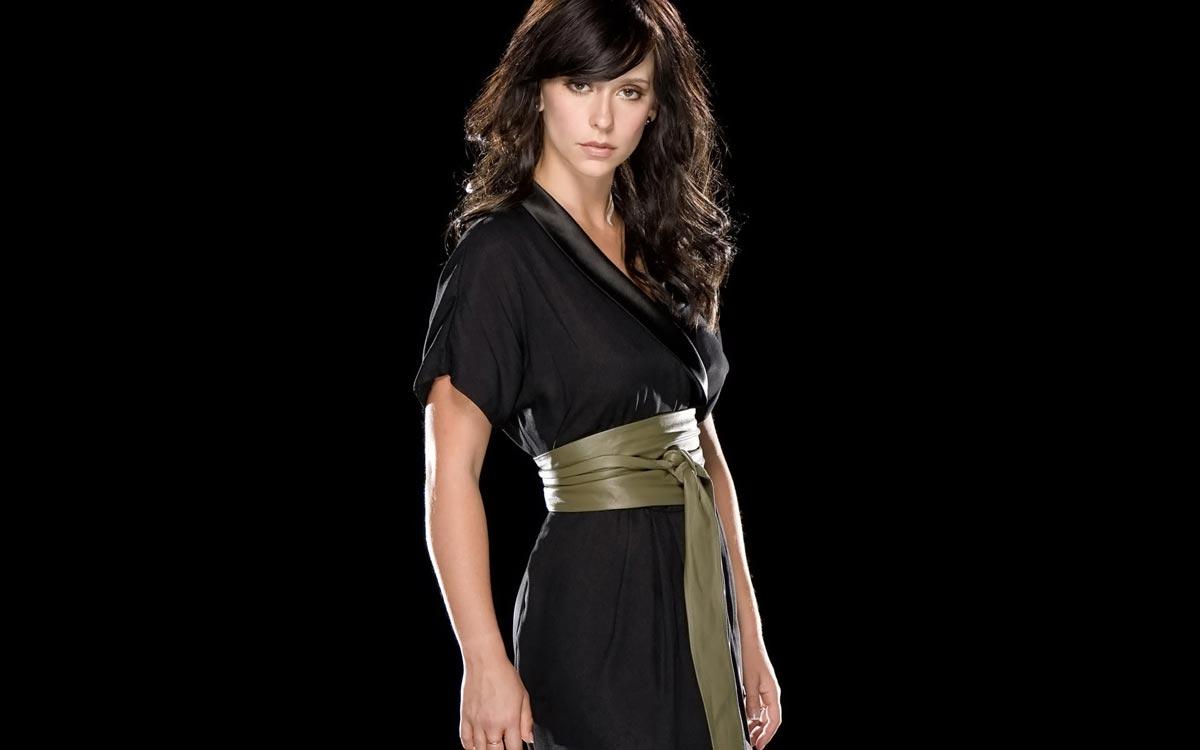 Черное платье и аксессуары к нему. Фото с сайта wallpaperesque.com