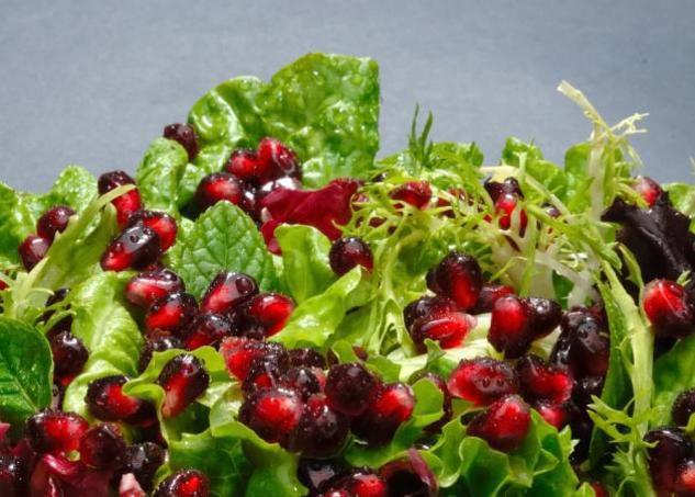 Заправка для салата может быть даже не сладкой. Фото с сайта www.tlife.gr
