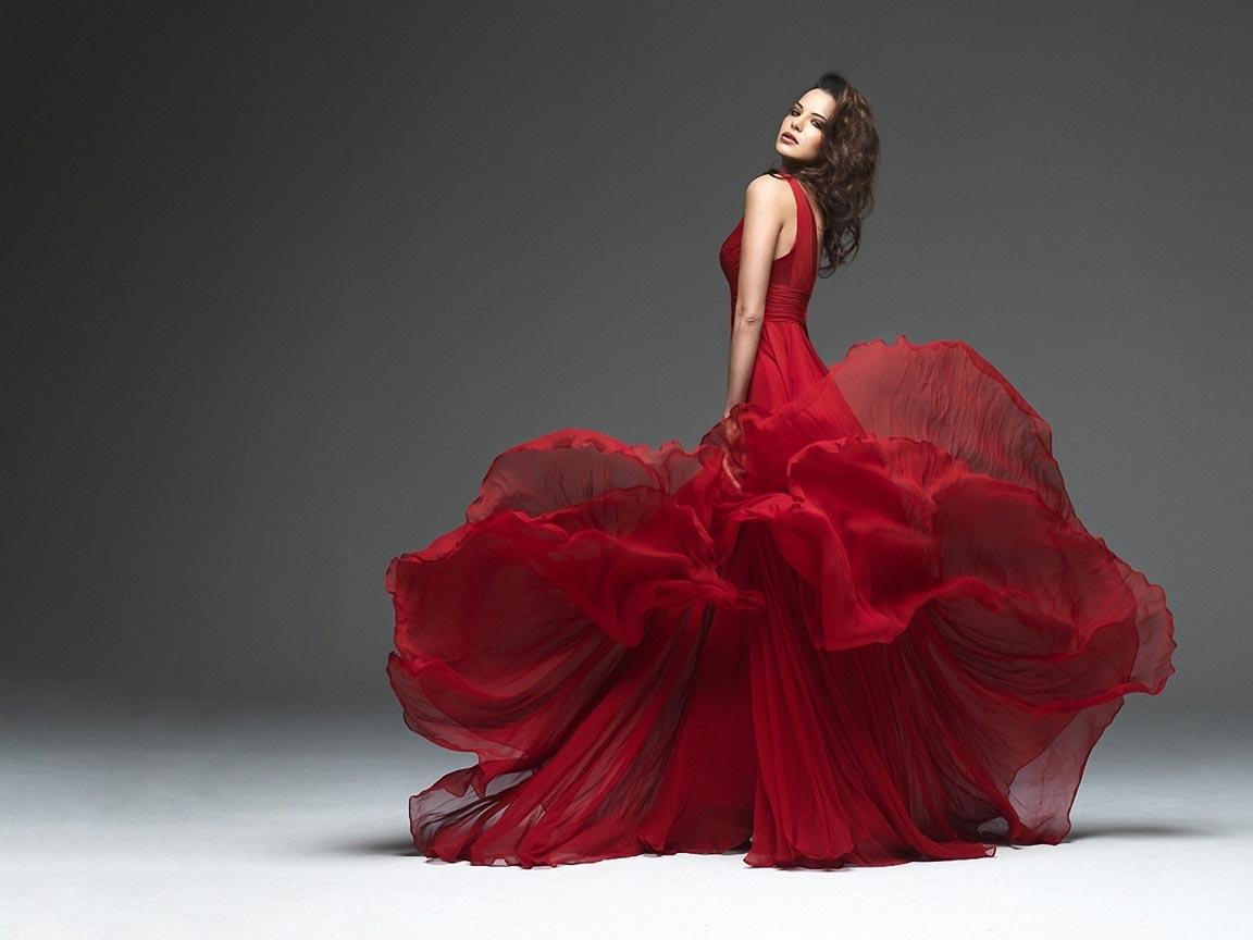 Великолепие красного платья. Фото с сайта www.anypics.ru