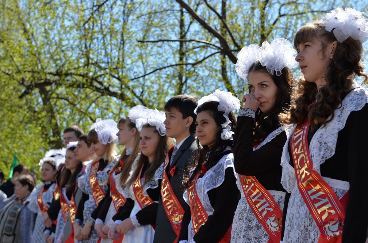"""Традиционная школьная """"линейка"""". Фото с сайта sochi.rusplt.ru"""