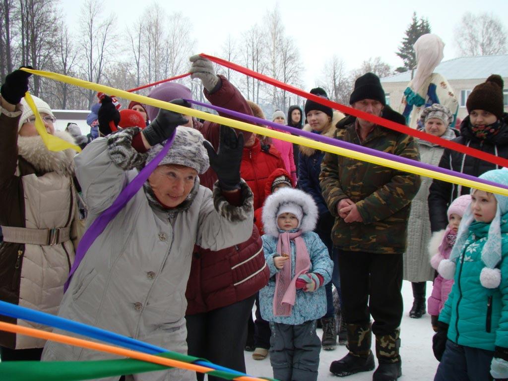 Конкурс с лентами. Фото с сайта кикнурский-район.рф