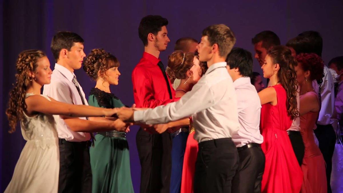 Танец выпускников. Фото с сайта ytimg.com