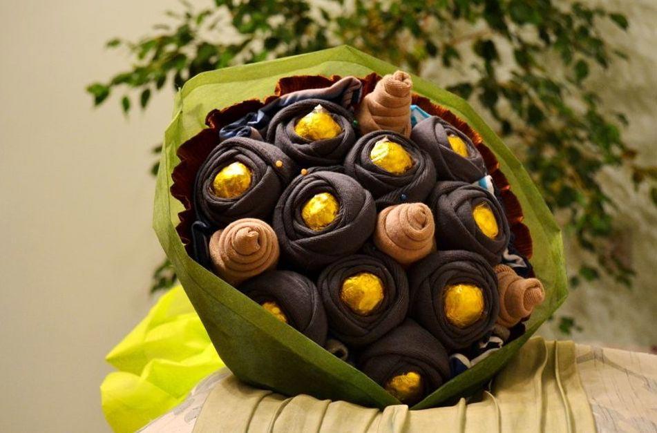 Букет из носков и конфет. Фото с сайта penzahobby.ru