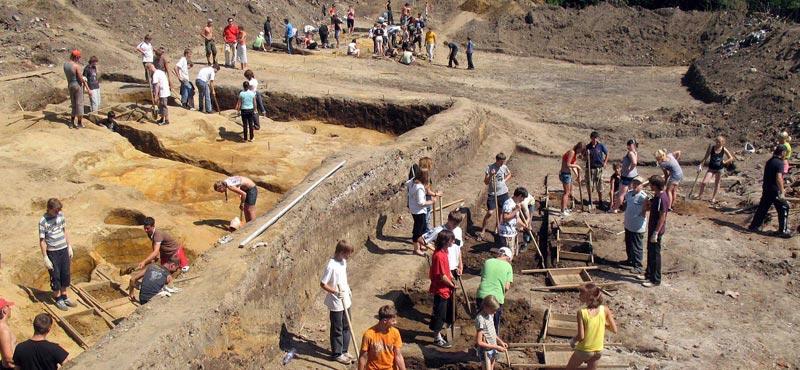 Праздник археологов. Фото с сайта hidemyass.com