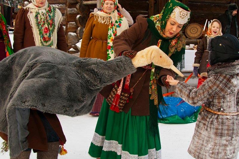 Рождественские гуляния на Руси. Фото с сайта nazaccent.ru