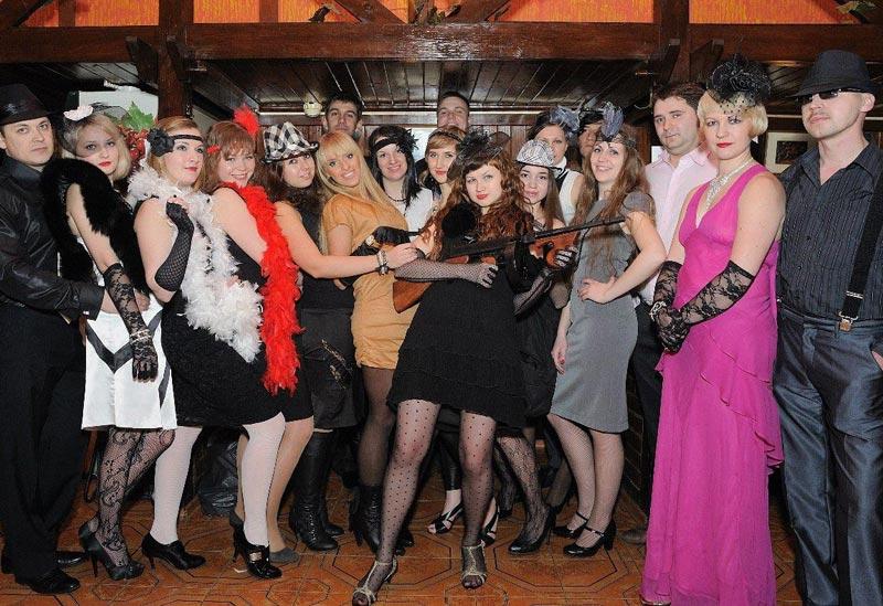 На тематических вечеринках очень важно соблюдать дресс-код. Фото с сайта art-prazdnikgorod.ru
