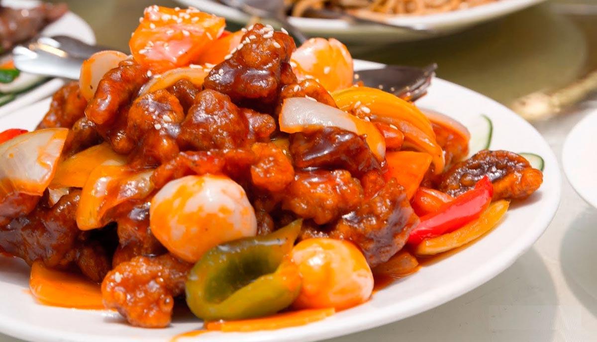 Тушеная свинина с овощами на праздник. Фото с сайта hozoboz.com