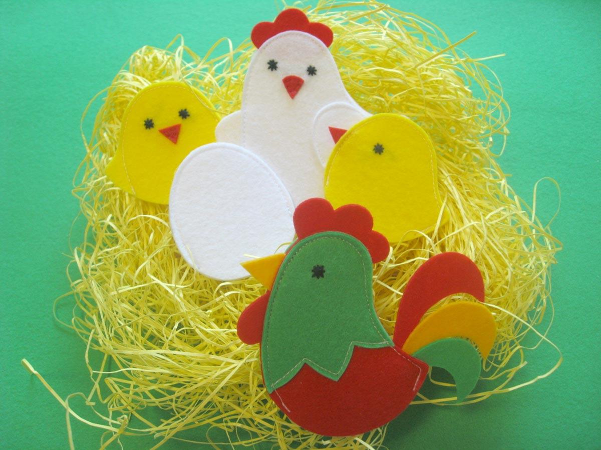 Оригинальные фетровые цыплята и петушок. Фото с сайта shillopop.com