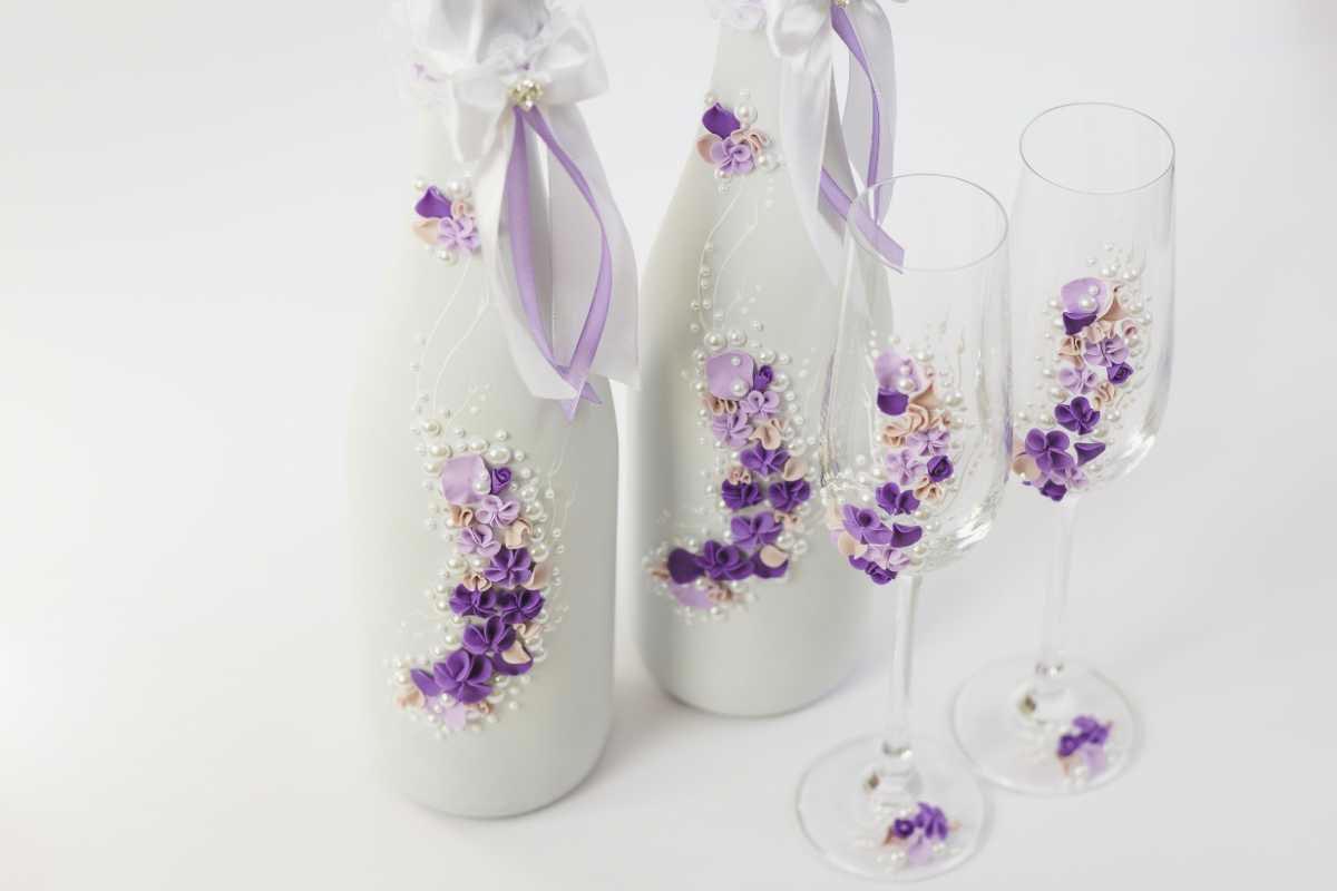 Нежные украшения для бутылок шампанского. Фото с сайта svadbalist.ru