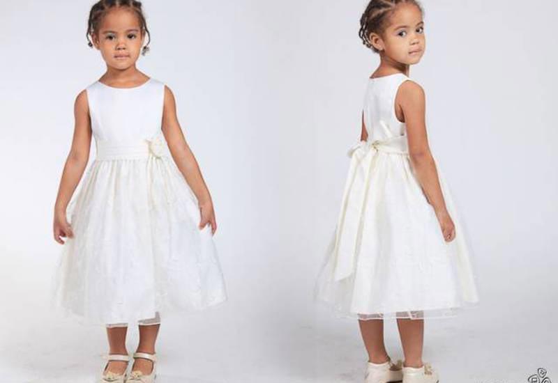 Белые платья - классика. Фото с сайта tinot.ru