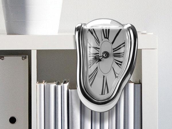 Часы, как на картинке Дали. Фото с сайта isnovaprazdnik.com