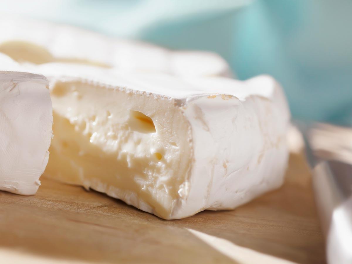 Сыр с благородной белой плесенью. Фото с сайта berkeleycityclub.files.wordpress.com