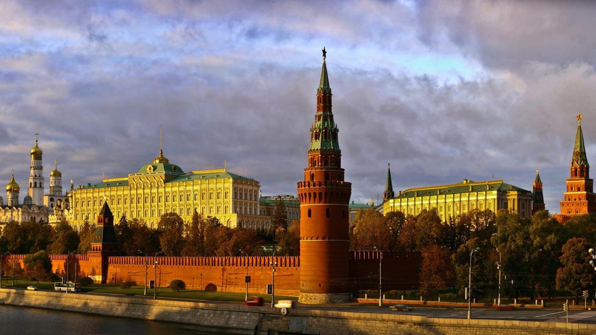 Кремль в Москве. Фото с сайта www.zastavki.com