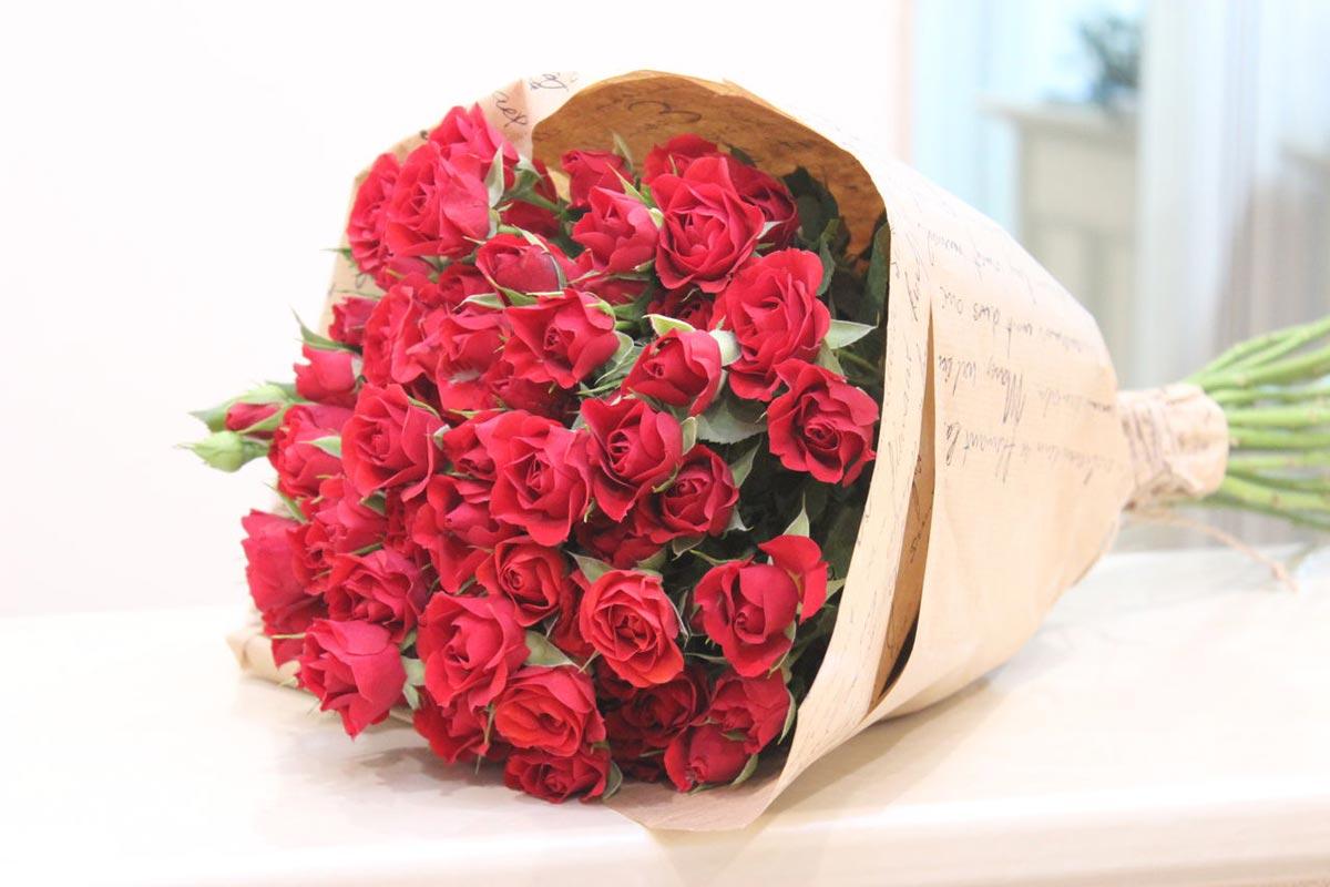 Букет из красных роз на юбилей. Фото с сайта mirabella.su