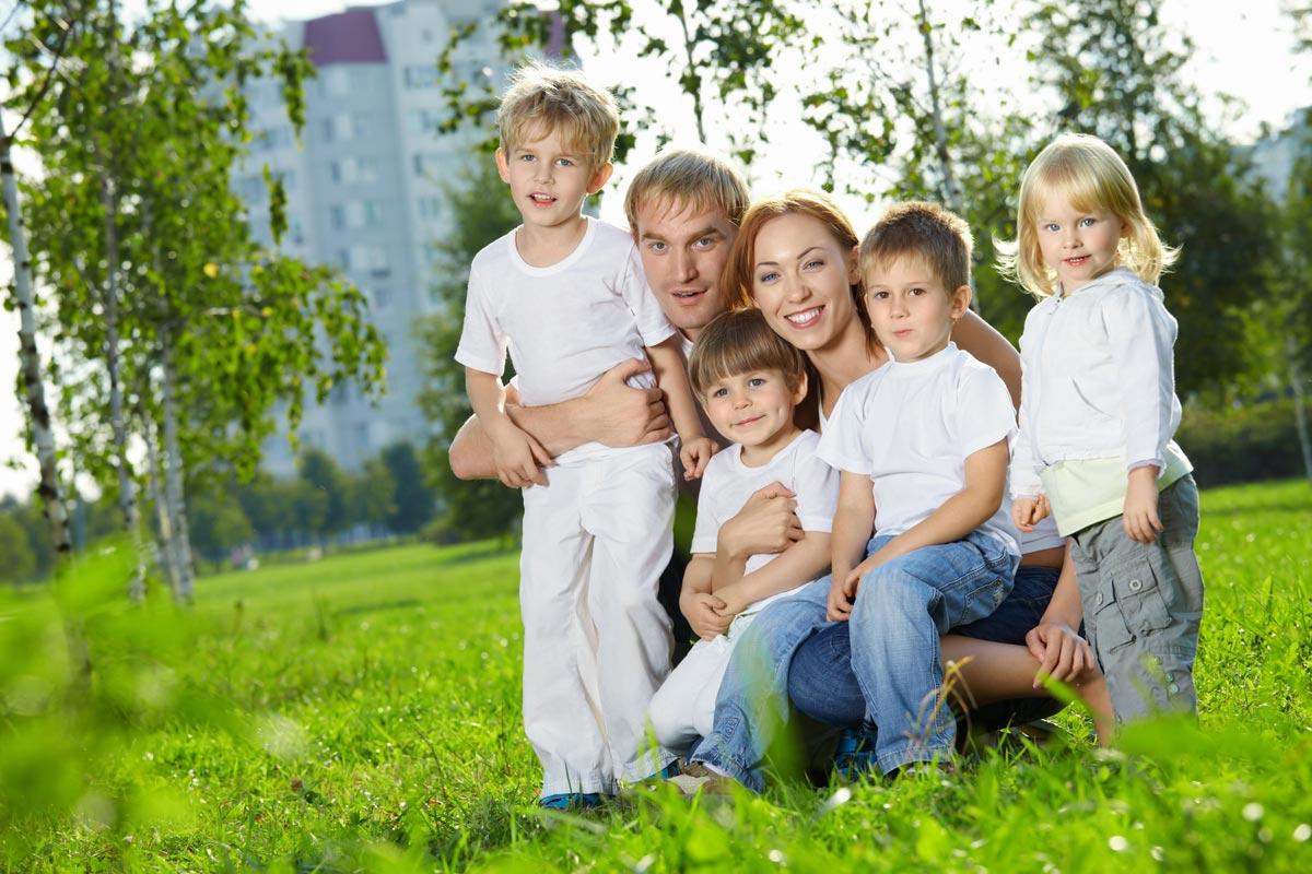 Поздравить маму необходимо! Фото с сайта www.gorodfm.net
