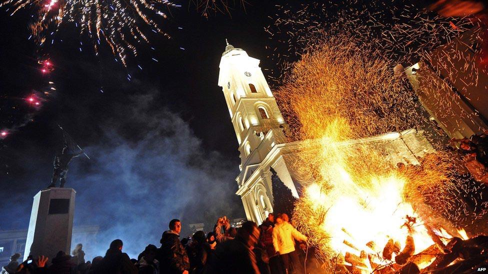Массовое празднование Рождества. Фото с сайта www.bbc.com