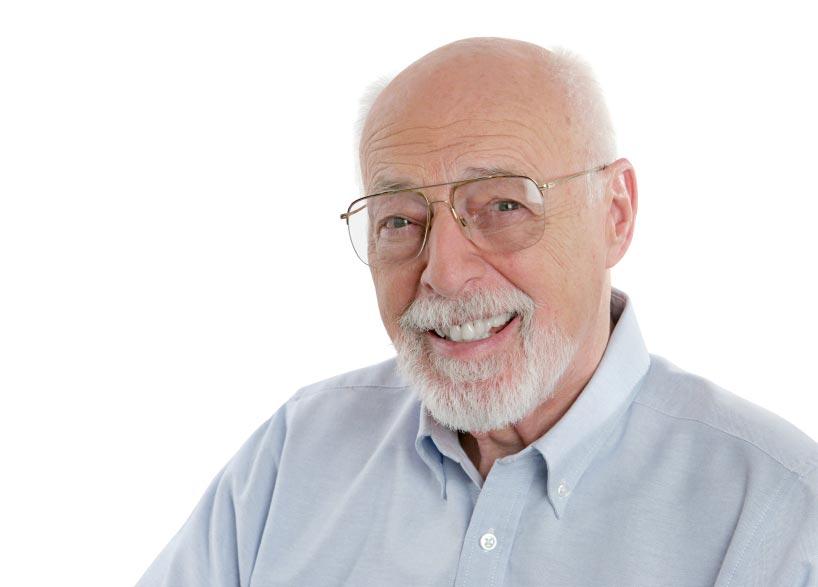 Очки - уместный для пожилого человека подарок. Фото с сайта www.playbytherules.net.au