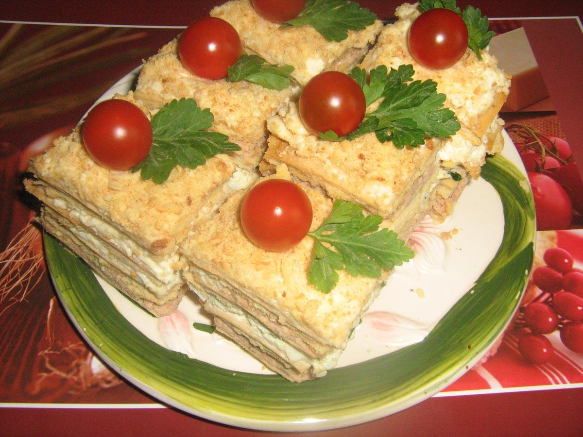 Оригинальный закусочный торт. Фото с сайта www.koolinar.ru