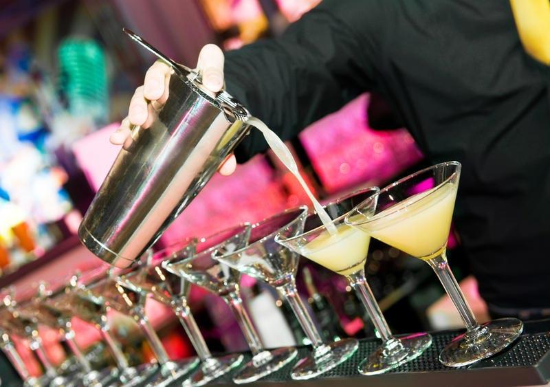 Главное на вечеринке, конечно, коктейли! Фото с сайта shkolazhizni.ru