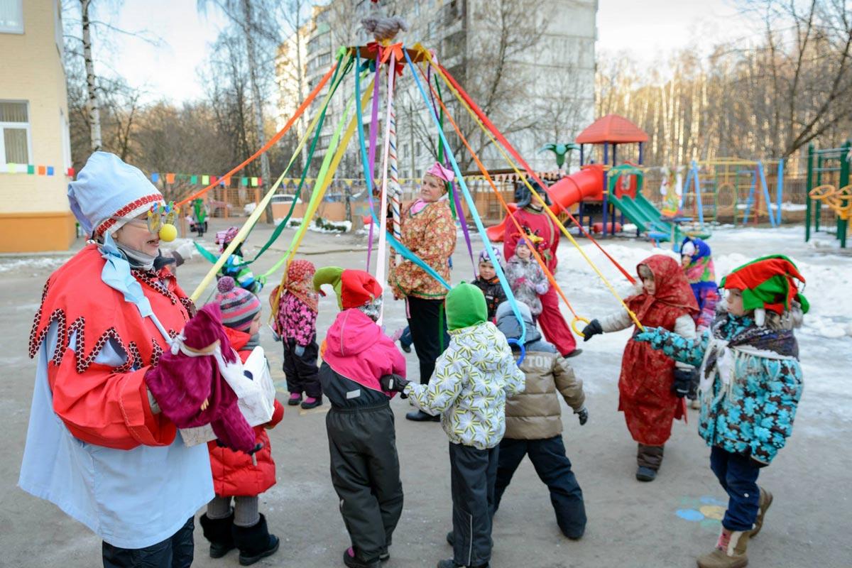 Праздничные гуляния на Масленицу. Фото с сайта masmar.su