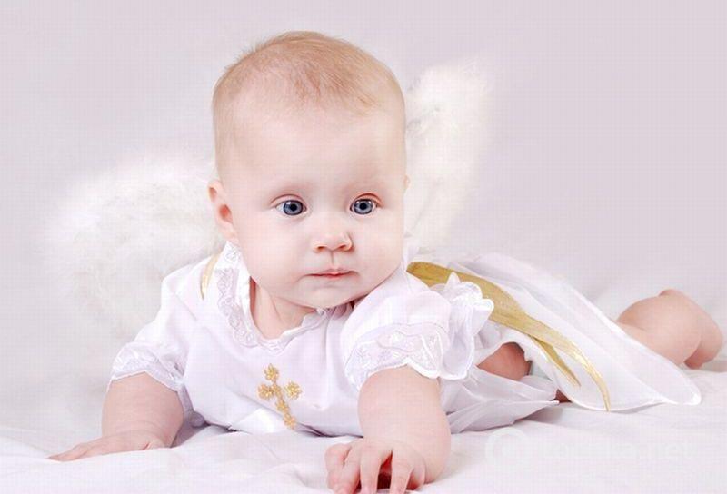 Малыш в крестильной рубашечке. Фото с сайта colady.ru
