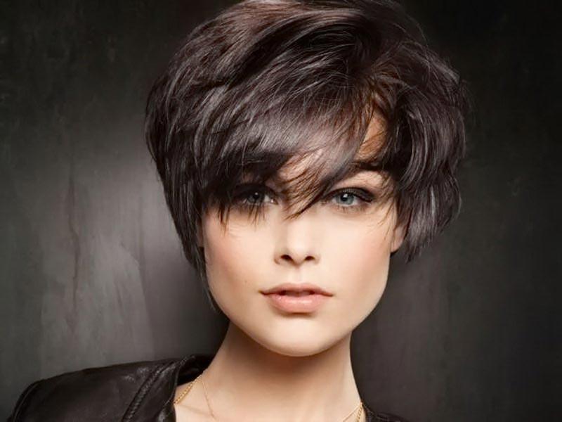 Красивая укладка на короткие волосы. Фото с сайта arround.net