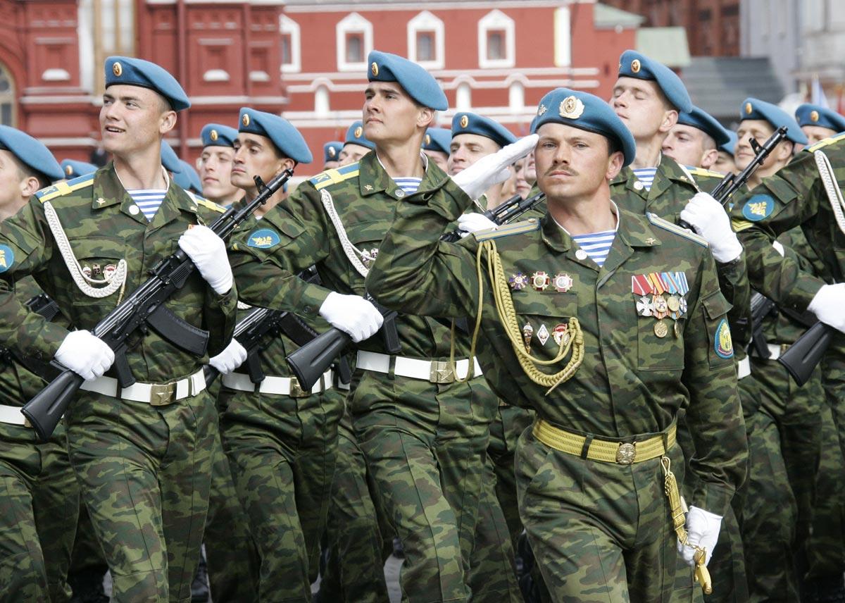 Парад на день ВДВ. Фото с сайта funik.ru