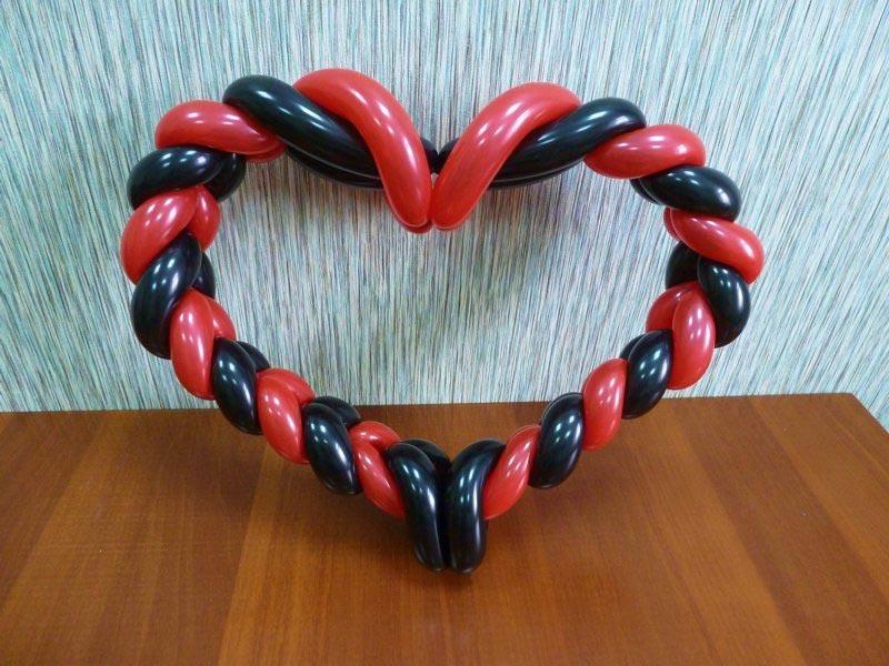 Плетеное сердце из шаров. Фото с сайта mediasubs.ru