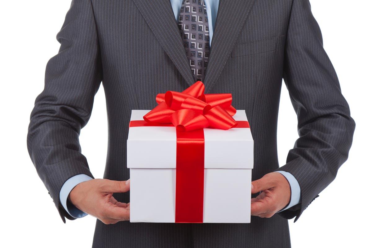 """Подарок коллеге вполне может быть """"дежурным"""". Фото с сайта 36pro.ru"""