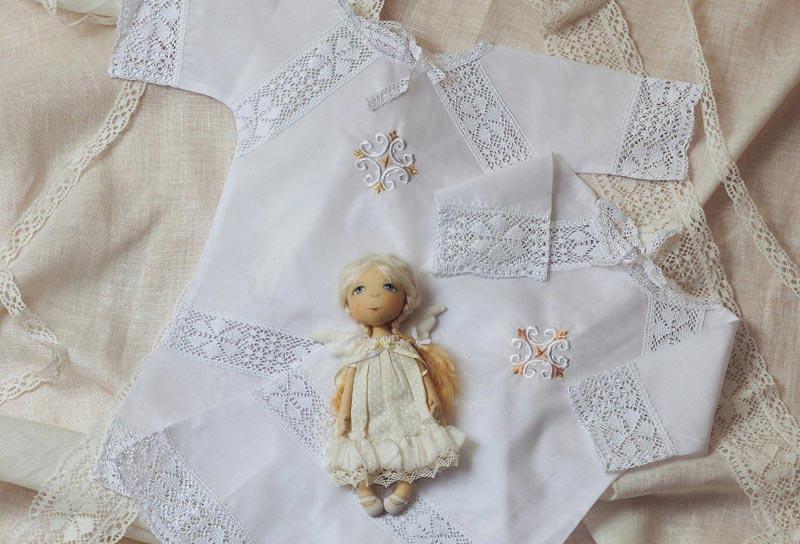 Крестная мама обычно дарит крестильный набор. фото с сайта www.votonia.ru
