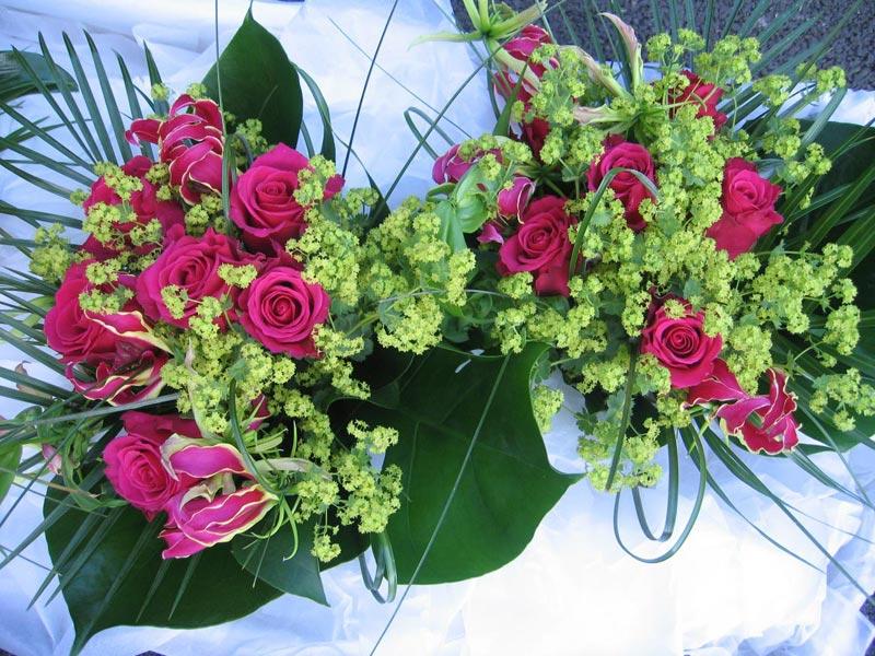 Простой и стильный букет из роз. Фото с сайта www.flowersbydesign.net