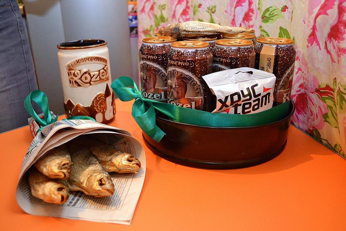 Торт из пива и букет из рыбы. Фото с сайта about-beer.ru