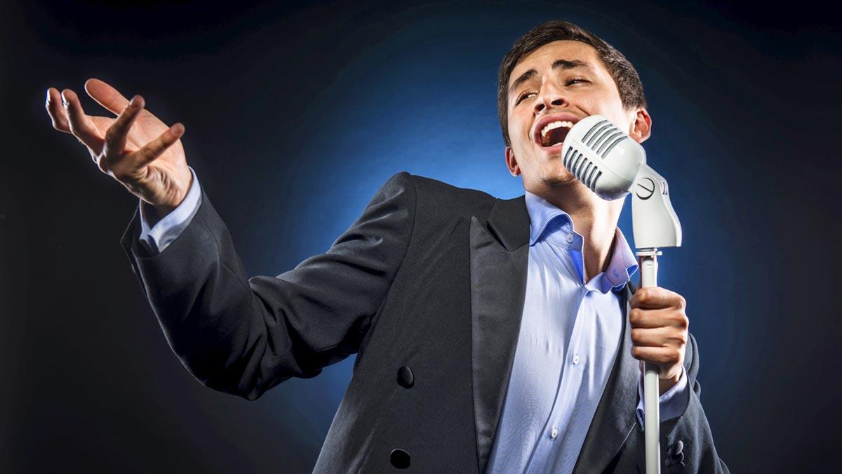 Лучше послушать выступление живого певца заранее. Фото с сайта static.ow.ly