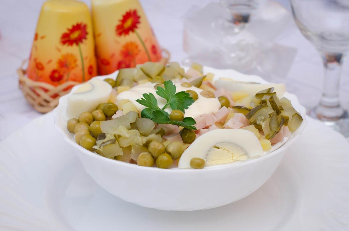 """Деревенский"" салат любим многими. Фото с сайта mirpit.ru"