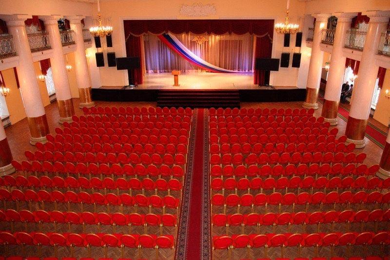 Театр и его работники. Фото с сайта www.mega-bilet.ru