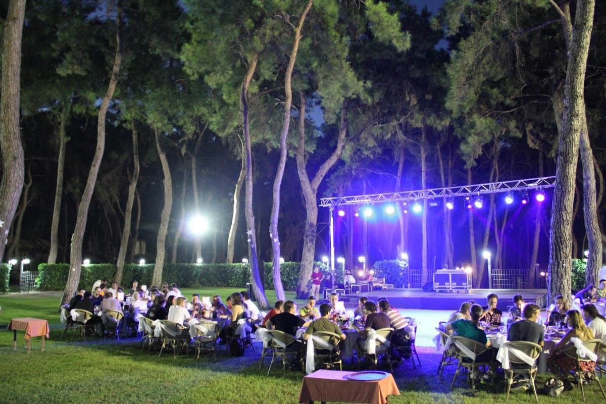 В вечернее время обеспечьте иллюминацию. Фото с сайта antalya-concierge.com