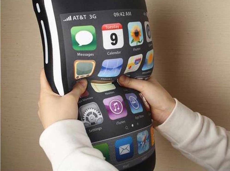Подушка-смартфон. Фото с сайта matrockin.ru