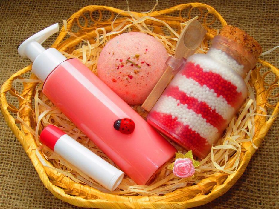 Средства для ванны и душа в наборе. Фото с сайта img18.olx.ua