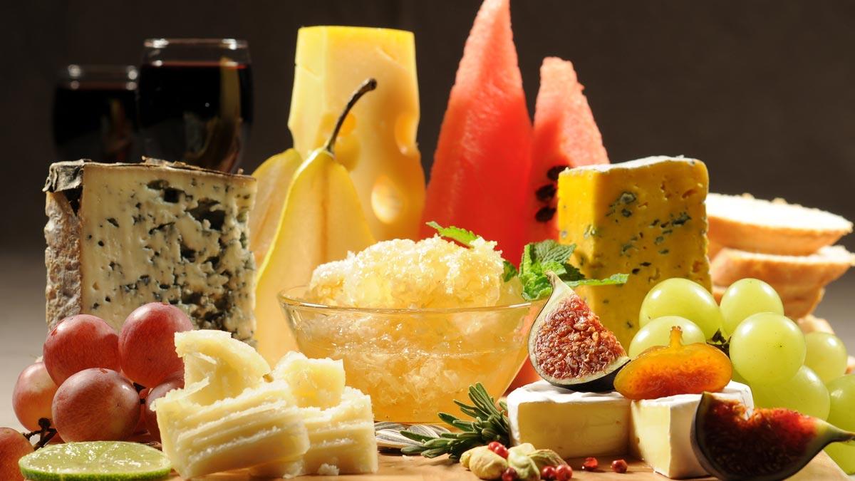 Сыр сочетается с множеством продуктов. Фото с сайта www.2fons.ru