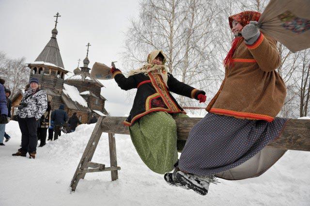 Народные развлечения на Масленицу. Фото с сайта www.photofest-uglich.ru