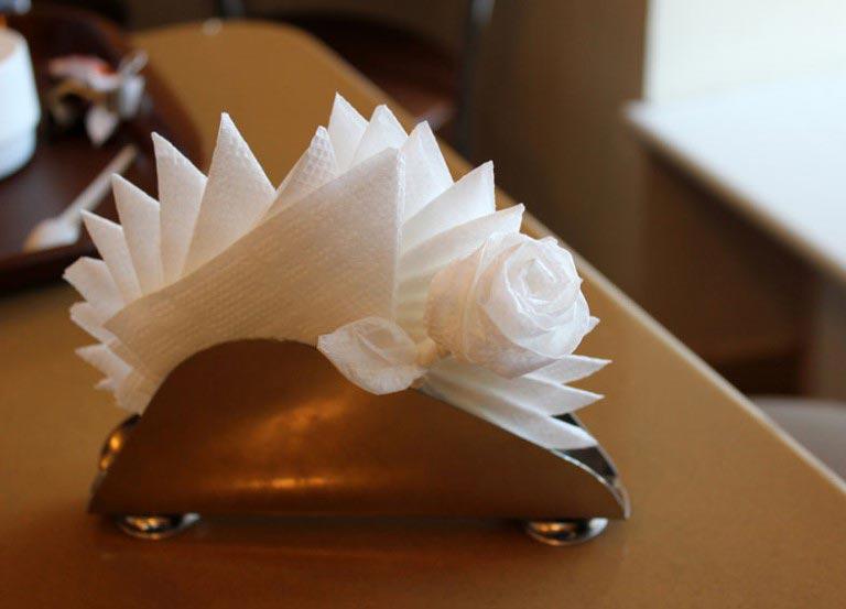 Даже простой веер из сафеток будет выглядеть празднично, если проявить немного фантазии. Фото: re-port.ru