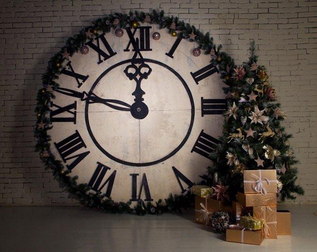 Фотозона на Новый год с часами. Фото с сайта civilplay.ru