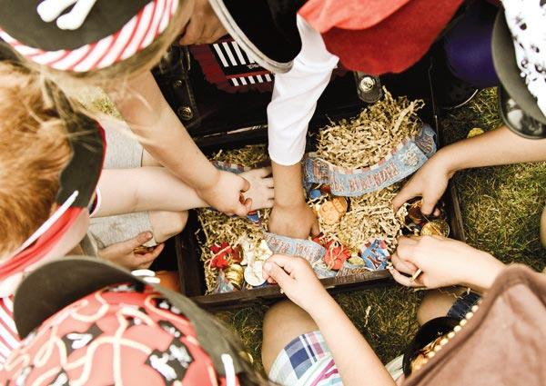 Какая пиратская вечеринка без сокровищ? Фото с сайта parties-and-picnics.org